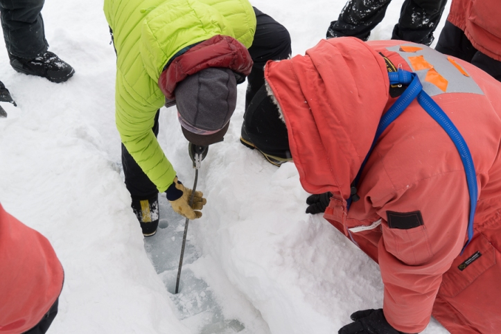 Measuring ice thickness