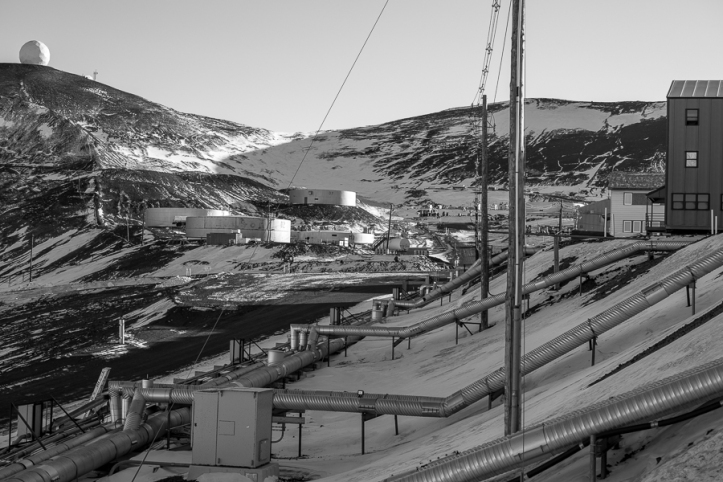 The McMurdo mining town architecture and infrastructure