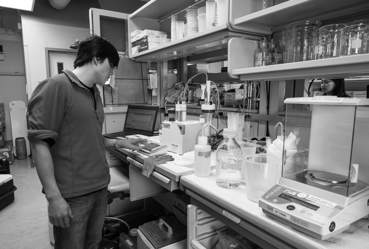Technician Cailan Sugano working in Crary Lab.